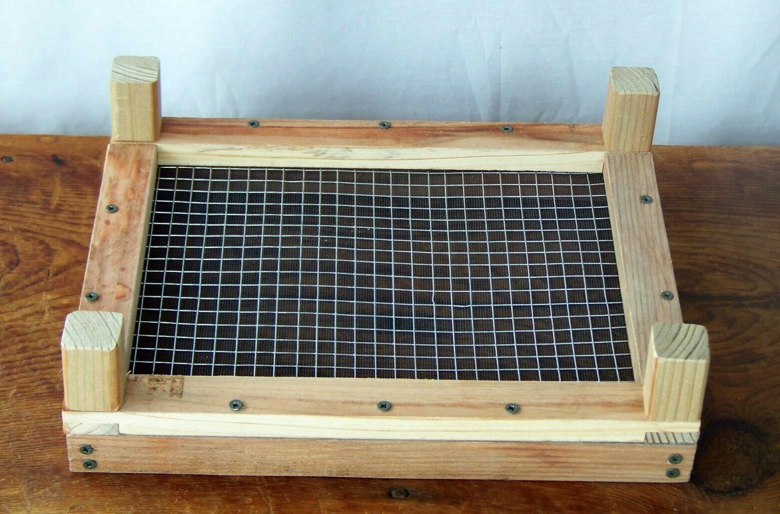Wood Bird ground Tray Feeders, Attract Cardinal, Junco's